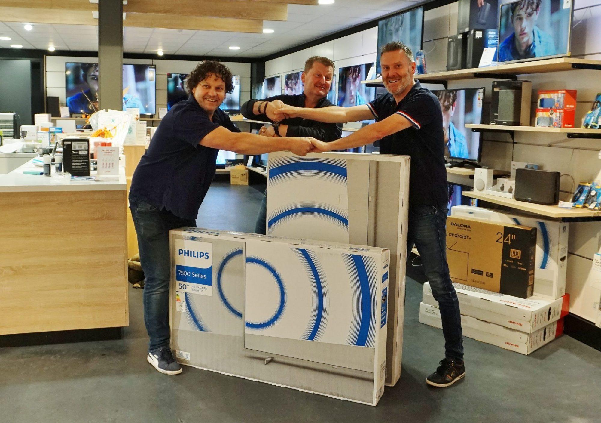 Gerben van Wely doneert bij Electro World Verberkt gewonnen tv aan Bavos